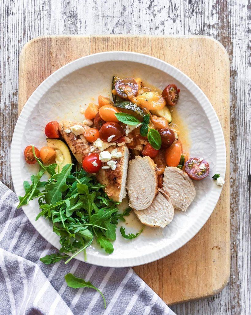 Pollo a la sartén con albaricoques
