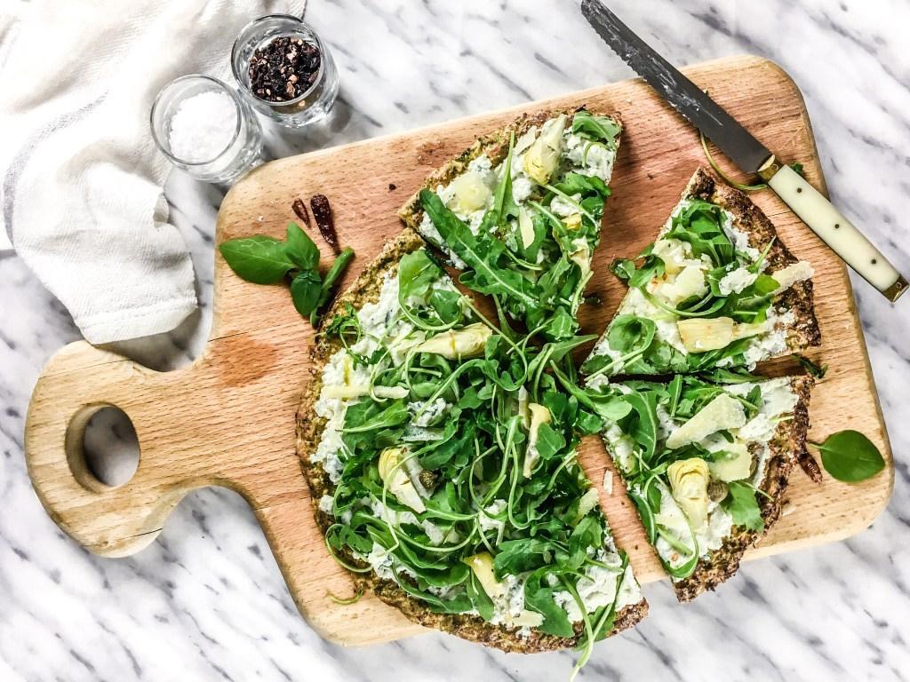 Pizza de brócoli y alcachofas